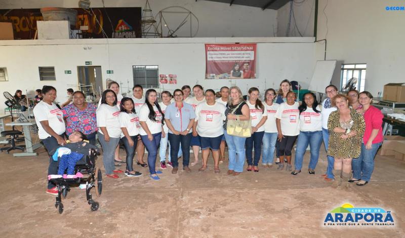 Imagem destaque notícia Prefeitura e Escola Móvel do Sesi encerram curso de costureiro