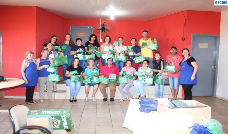 Imagem destaque notícia SISTEMA ETAPA E PREFEITURA DE ARAPORÃ OFERECEM CURSO DE ARTESANATO COM GARRAFA PET
