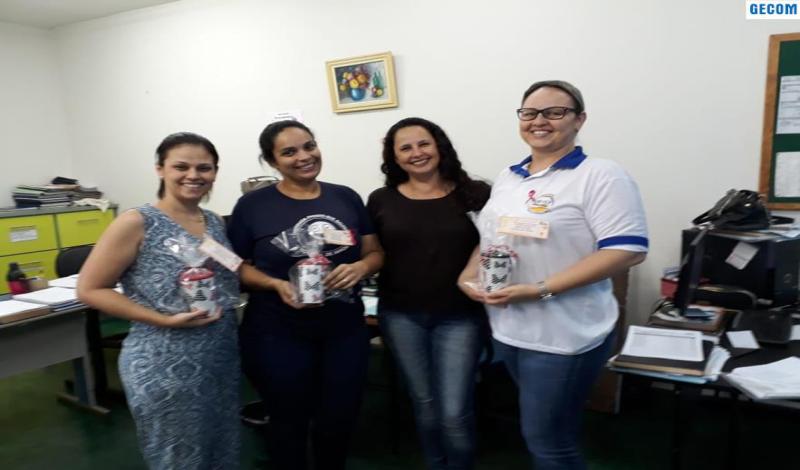 Imagem destaque notícia SECRETARIA DE EDUCAÇÃO HOMENAGEIA SECRETÁRIAS ESCOLARES PELO SEU DIA