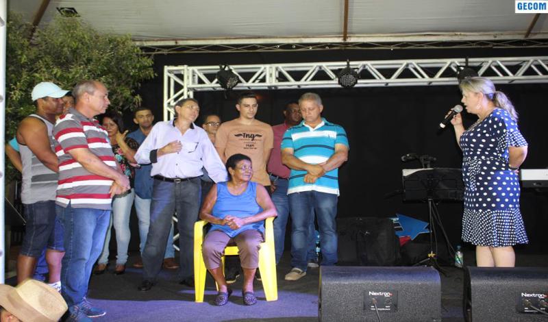 Imagem destaque notícia EM UM MOMENTO DE FELICIDADE E DESCONTRAÇÃO, PREFEITURA ENTREGA CASA DE DONA GERALDA