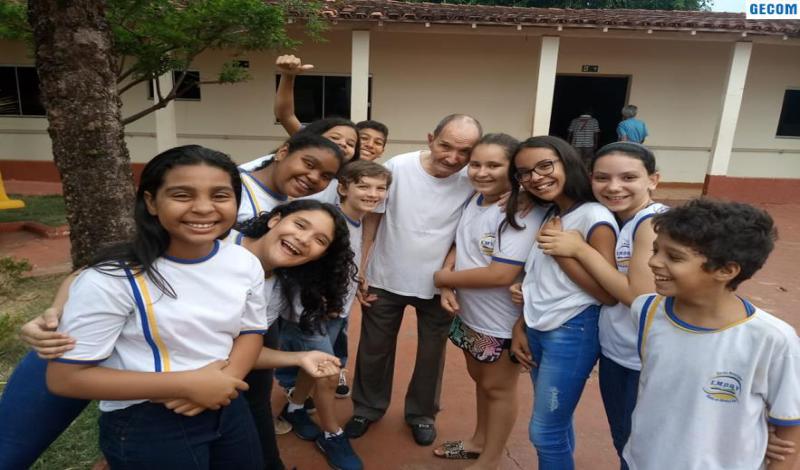 Imagem destaque notícia ALUNOS DA ESCOLA OLINTHA LEVA DOAÇÕES AO LAR DE IDOSOS