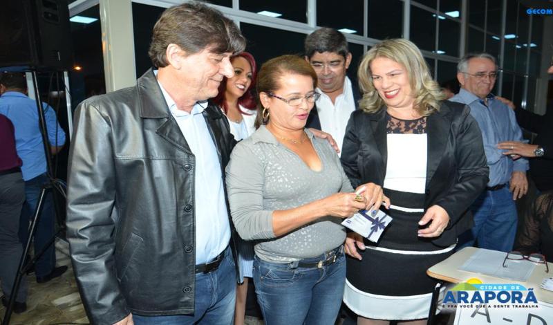 Imagem destaque notícia Prefeitura entrega Cartão Alimentação para servidores públicos de Araporã