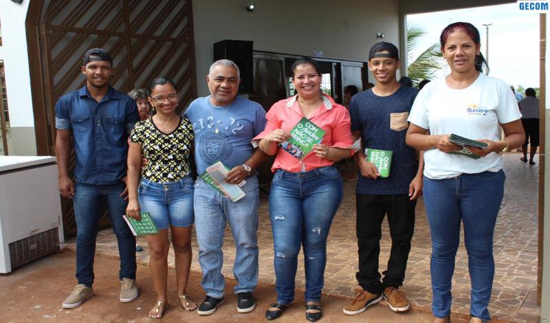 Imagem destaque notícia ENDEMIAS APROVEITA FERIADO DE FINADOS E LEVA CAMPANHA EDUCATIVA A VISITANTES EM CEMITÉRIO DE ARAPORÃ