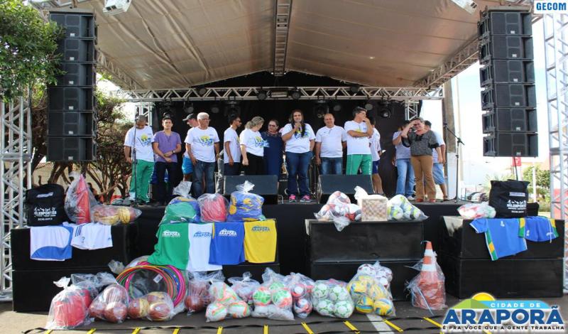 Imagem destaque notícia Prefeitura de Araporã realiza Rua de Lazer e entrega material para o esporte