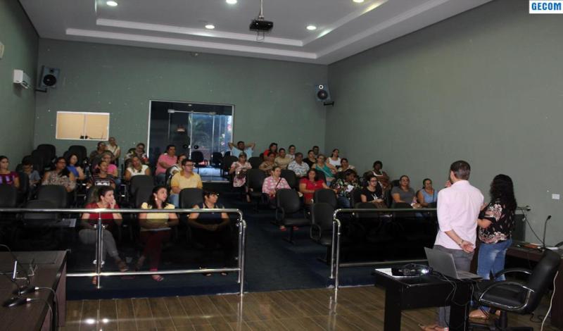 Imagem destaque notícia SEMEC CAPACITA PROFESSORES PARA O USO DO PORTAL DO PROFESSOR
