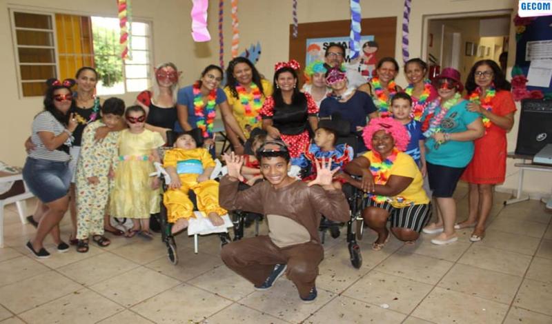 Imagem destaque notícia APAE comemora carnaval com alunos