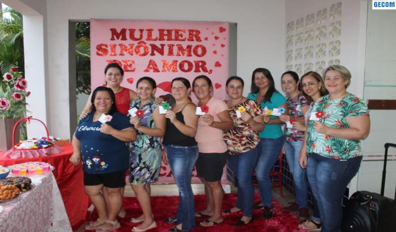 Imagem destaque notícia SERVIDORAS DA EDUCAÇÃO DE ARAPORÃ SÃO PARABENIZADAS PELO DIA DA MULHER