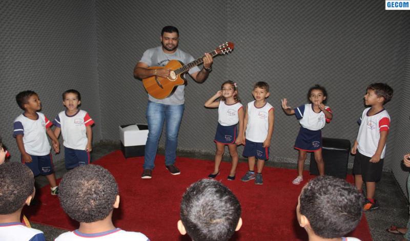Imagem destaque notícia AULA DE MUSICALIZAÇÃO CONTEMPLA ALUNOS DE DUAS ESCOLAS DE ARAPORÃ