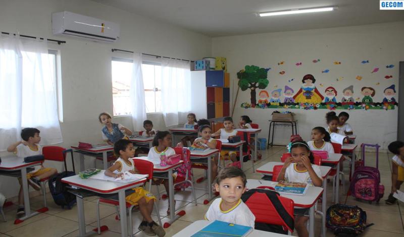 Imagem destaque notícia EDUCAÇÃO ENTREGA NOVAS CARTEIRAS A ESCOLAS