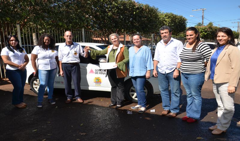 Imagem destaque notícia Prefeitura entrega veículo para o Conselho Tutelar de Araporã