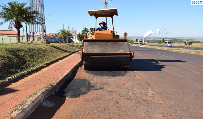 Imagem destaque notícia OPERAÇÃO TAPA-BURACOS APLICA 120 TON DE ASFALTO