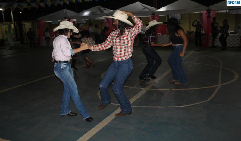 Imagem destaque notícia ARRAIÁ DO MÁRIO SIDNEY MOVIMENTA FESTA JUNINA NA REDE ESTADUAL DE ENSINO