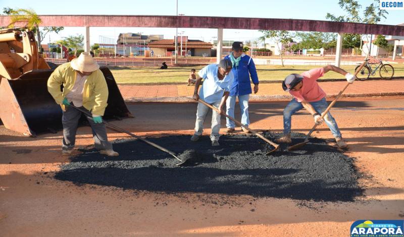 Imagem destaque notícia Serviços Urbanos mantém grande frente de trabalho nas ruas de araporã