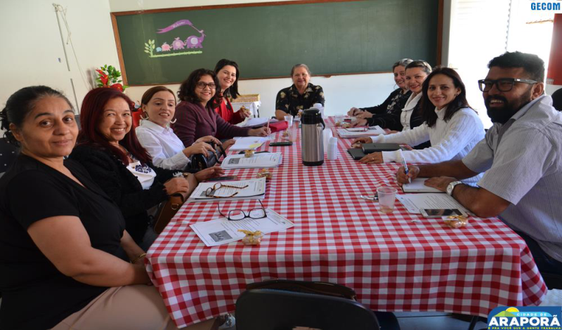 Imagem destaque notícia SEMEC reúne diretores para traçar plano de ação para o segundo semestre