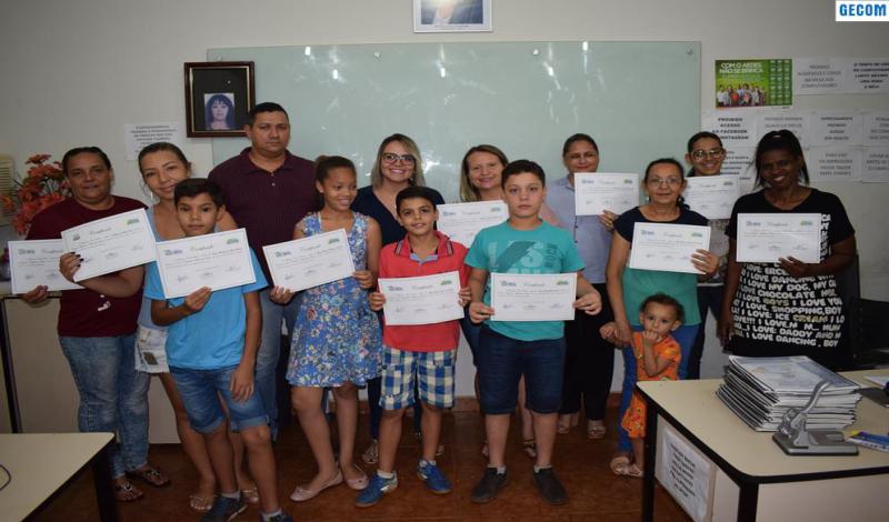 Imagem destaque notícia ALUNOS RECEBEM CERTIFICADO DE CONCLUSÃO DO CURSO DE INFORMÁTICA BÁSICA