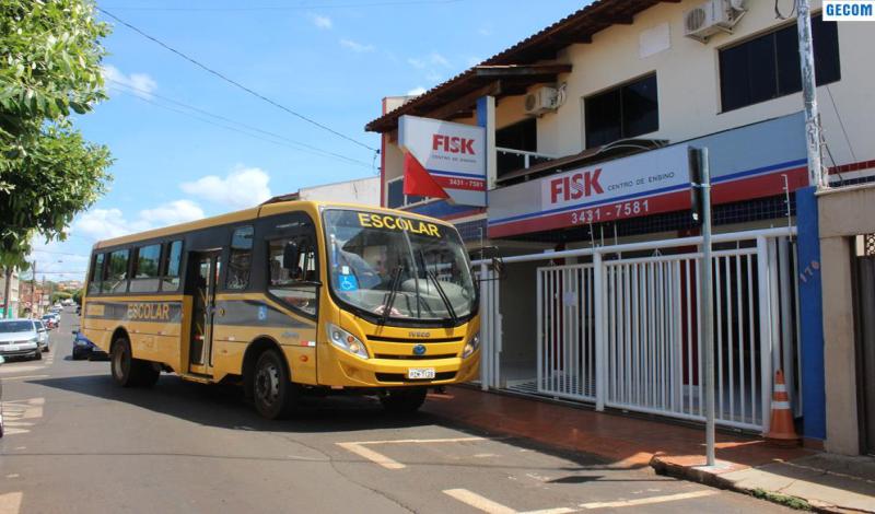 Imagem destaque notícia SEMEC ORIENTA ALUNO SOBRE O TRANSPORTE PARA AS AULAS DE INGLÊS