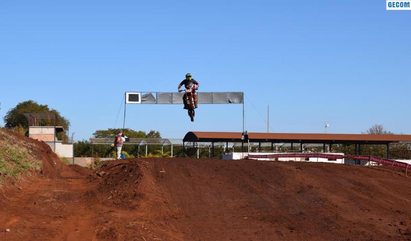 Imagem destaque notícia TBT 1° CIRCUITO DE MOTOCROSS DE ARAPORÃ