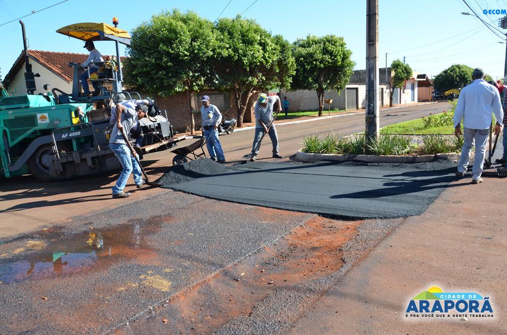 Imagem destaque notícia Prefeitura de Araporã intensifica operação de revitalização asfáltica