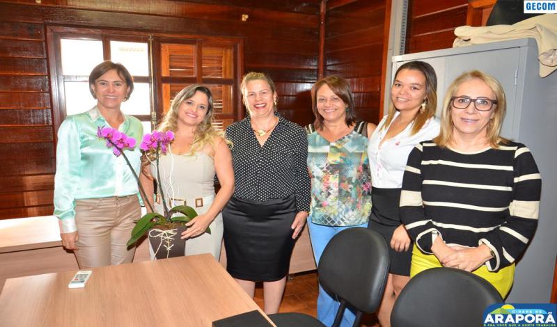 Imagem destaque notícia Juíza faz visita à extensão do TJ-MG em Araporã
