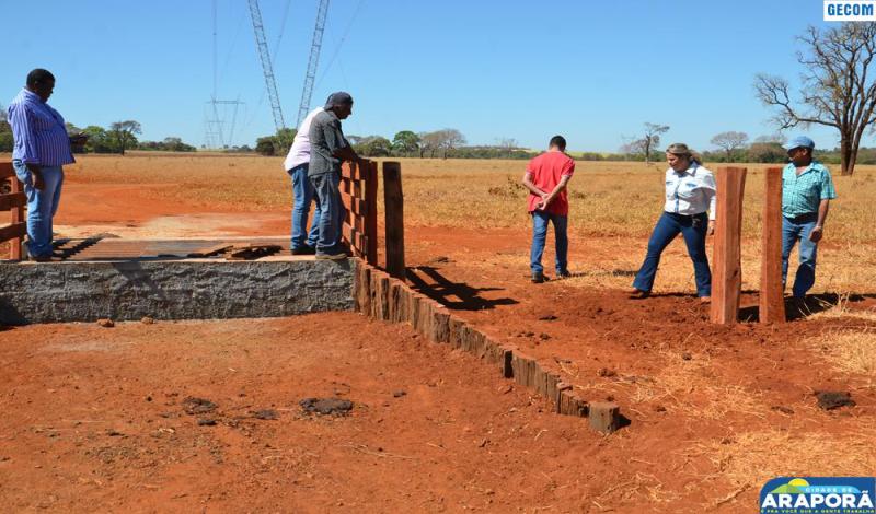 Imagem destaque notícia Prefeitura dá continuidade à instalação de mata-burros na zona rural
