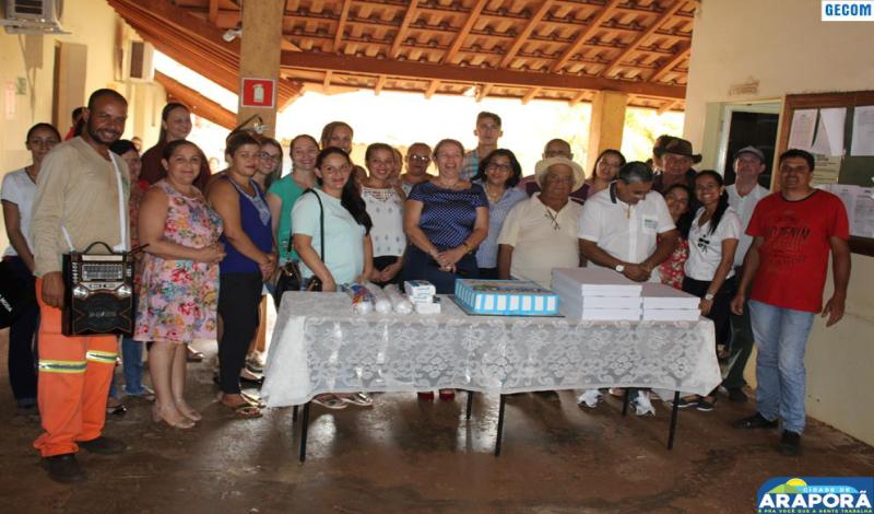 Imagem destaque notícia Prefeitura comemora aniversário de servidores e prefeita anuncia recuperação do Córrego