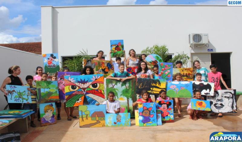 Imagem destaque notícia SCFV reúne famílias de alunos da oficina de pintura em tela para exposição do trabalho artístico