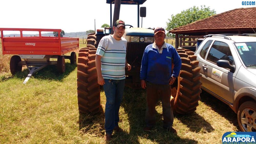Imagem destaque notícia Prefeitura atende pequeno produtor com gradeamento de área para plantio