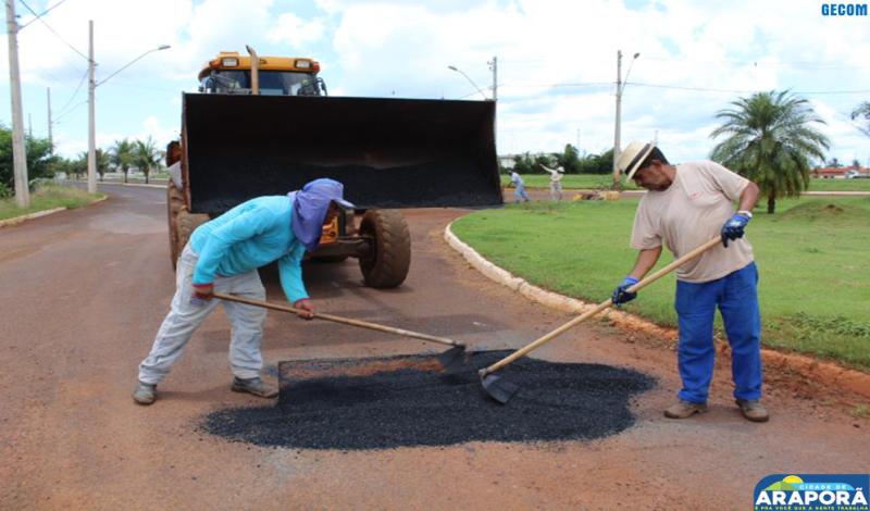 Imagem destaque notícia Prefeitura recupera vias com operação tapa buraco