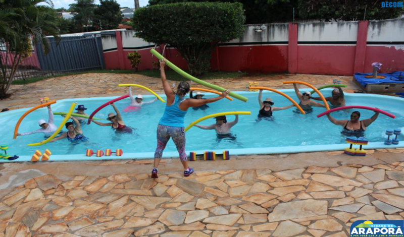 Imagem destaque notícia CAIA desenvolve hidroginástica para terceira idade