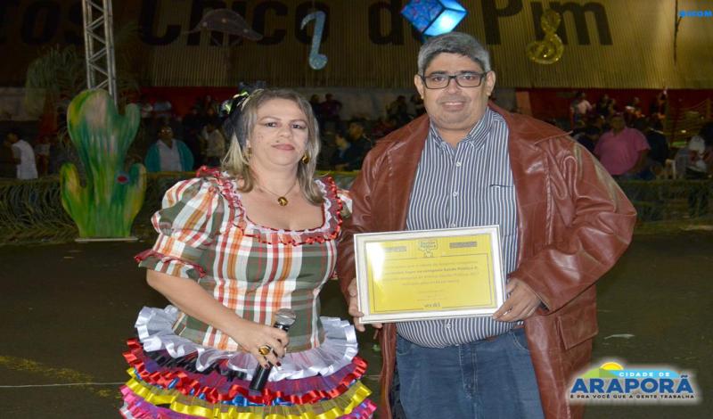 Imagem destaque notícia Secretários recebem certificados de qualidade na gestão pública de Araporã