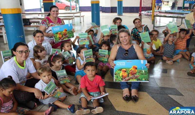 Imagem destaque notícia Prefeitura entrega para escolas material didático e agendas do Sistema Etapa