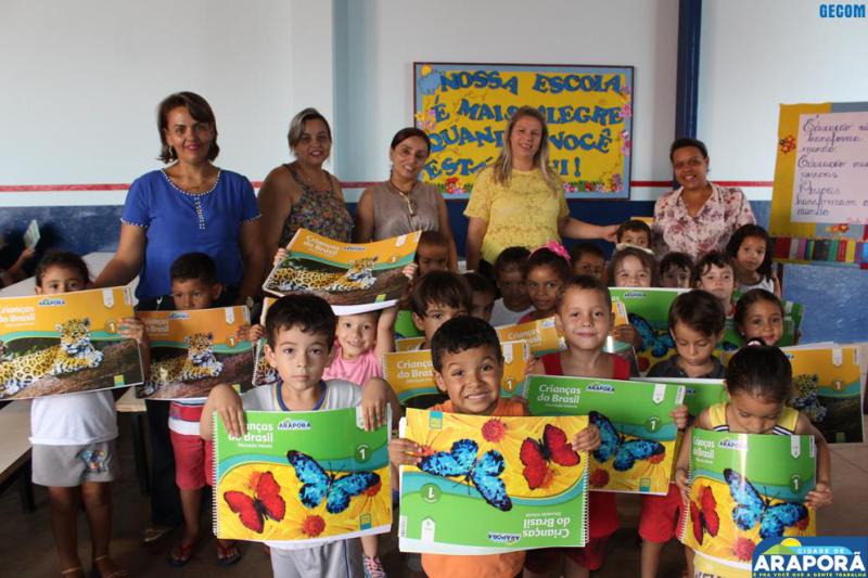 Imagem destaque notícia Alunos recebem material didático do Sistema Etapa