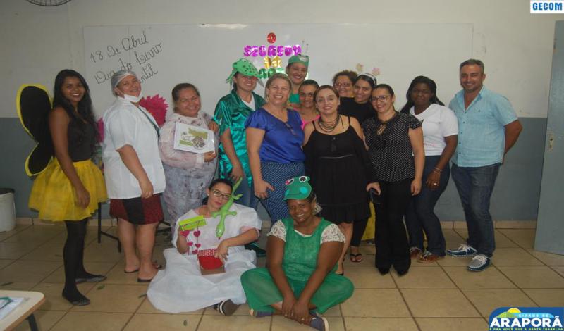 Imagem destaque notícia Alunos da Rede Estadual recebem uniformes doados pela Prefeitura de Araporã