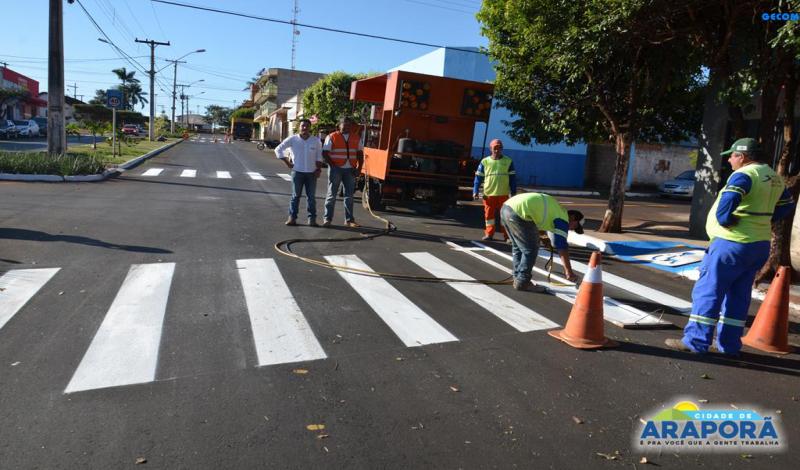 Imagem destaque notícia Avenida Tancredo Neves recebe sinalização horizontal