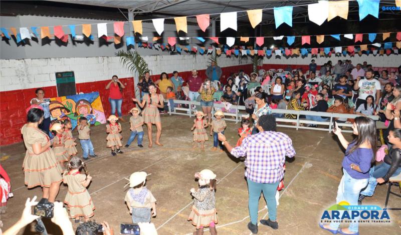 Imagem destaque notícia Com festa junina e a Família na Escola, alunos do CEMEI Antônio Rabelo recebem uniformes