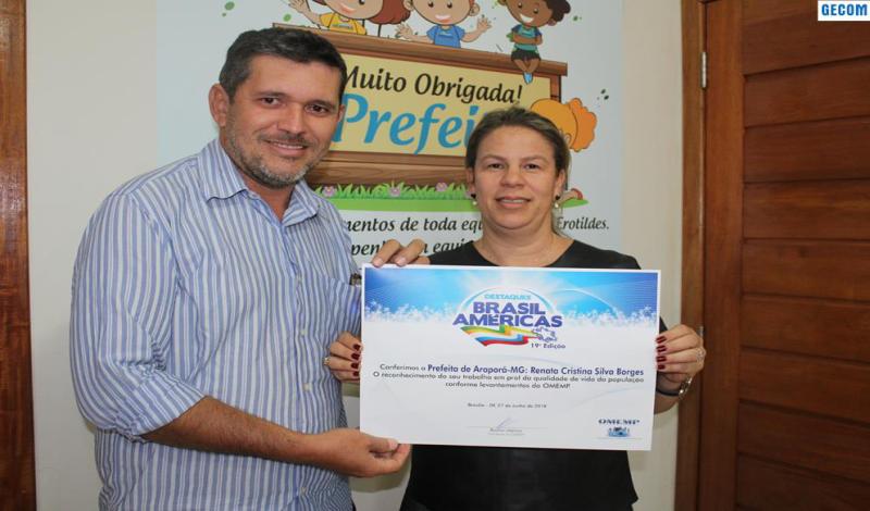 Imagem destaque notícia Prefeita de Araporã recebe prêmio Destaques Brasil Américas