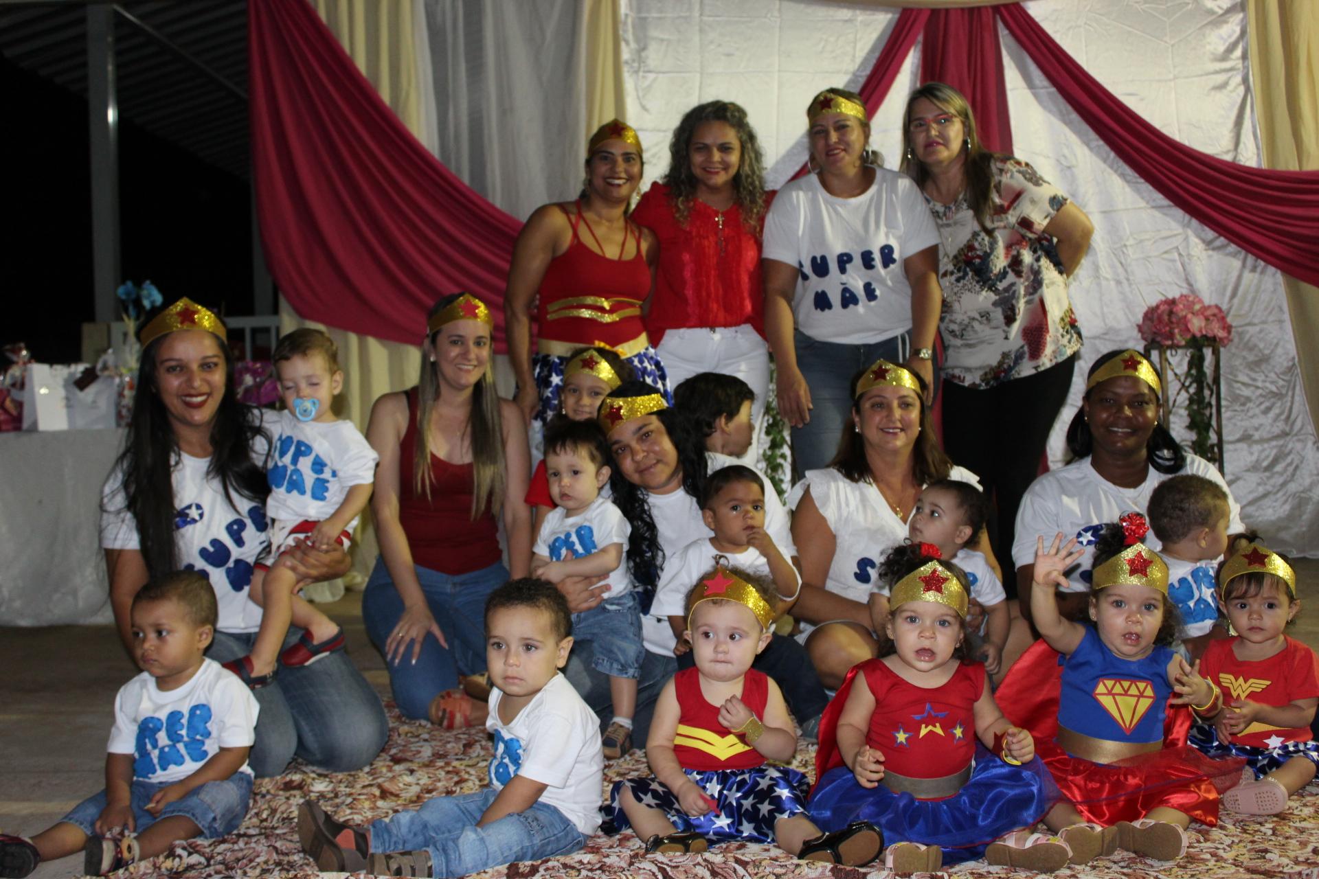 Apresentação dos alunos e professores em homenagem ao Dia das Mães (19)
