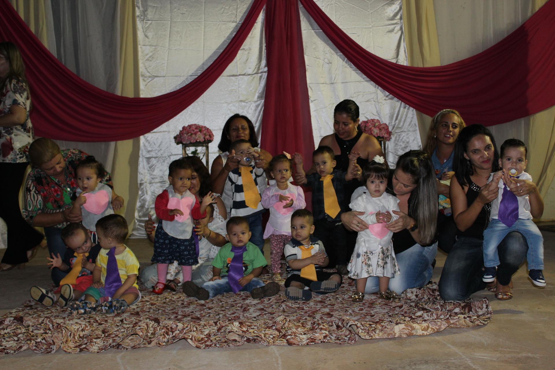 Apresentação dos alunos e professores em homenagem ao Dia das Mães (20)