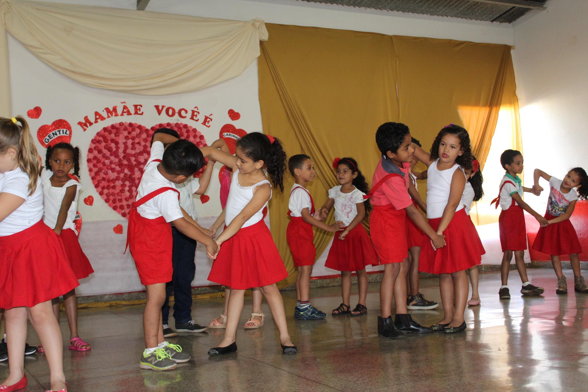 Imagem destaque notícia Mães são homenageadas pela Escola Prefeito Wilmar
